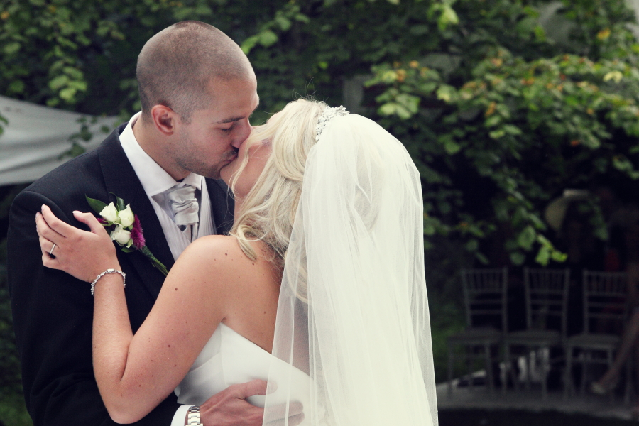 the kiss, just married, i do