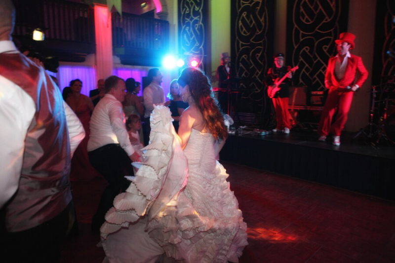 http://westcoastweddingsireland.com/choosing-the-rig…your-first-dance/ ‎