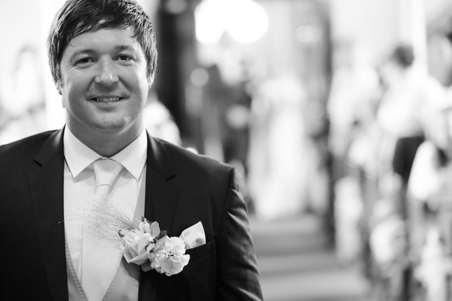 Grooms, When To Look Or Not To Look?