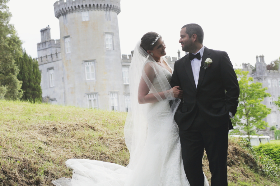 couple-with-castle-background