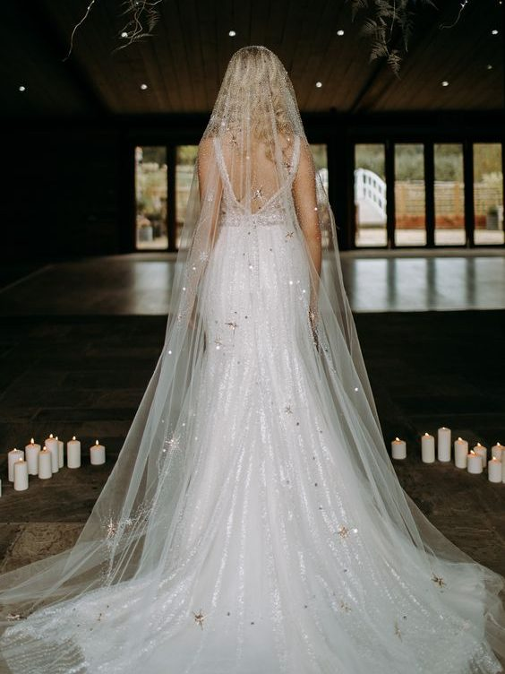 Veil with stars embroideries